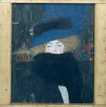 Klimt femme avec chapeau et boa de plumes.jpg