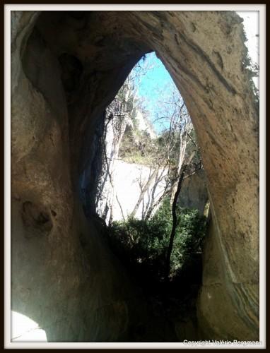 photo,ardèche,Arc, viaduc, grotte,ombres,lumière,route,ciel,nature,paysage