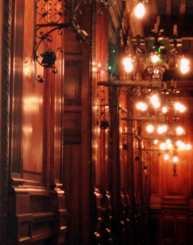 photos,art,château de grignan,patrimoine,appartements,tapisserie,voilage, bois précieux, ébène, gravures,mobilier,lumières,lustres,luminaires,ornements,histoire,décoration,parure,visite,salon,drôme,éclairage,vues,fenëtres,apparat,voûtes,arcs