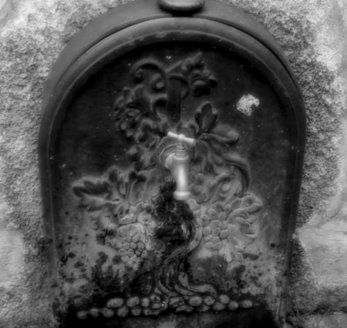 photos,drôme,die,village,cité,épiscopale,médiévale,romaine,porte,saint-marcel,diois,rhône alpes,architecture,vercors,maisons,porche,ruelles,traverses,pierres,détails,fontaine