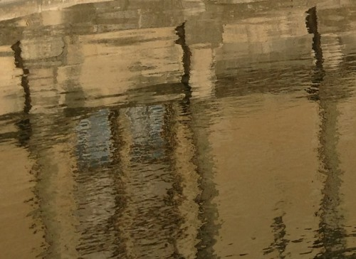 photos,art,château de grignan,cachot,bassin,ombres,reflets,luminosité,lumière,drôme