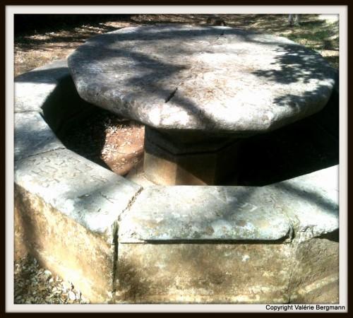 photo,Magnan, grotte, Sévigné, table