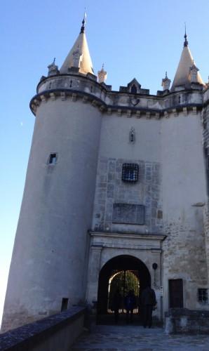 photos, Château de Grignan, architecture, histoire, renaissance, colonnes, pilastres, travées,moyen-âge, tourisme, Drôme, marquise de Sévigné, panorama, jardin, terrasse, détails