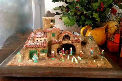photo, crèche, provence, santons, jésus, religion, catholicisme, traditions, Noël, Marie, Joseph, moutons, anes,bergerie, bartoumiaou