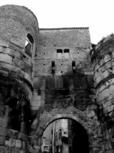 photos, Drôme, Die,village, cité, médiévale, romaine, porte, saint-marcel,diois, rhône alpes, vercors,porche, architecture, ruelles, traverses, pierres, détails, fontaine,