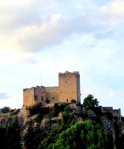 photos,vaison-la-romaine,cité,médiévale,tourisme,panorama,paysage,ponts,rochers,arcades,château fort,tour,vaucluse,fortifications,vestiges,hauts,village,moyen-âge,art