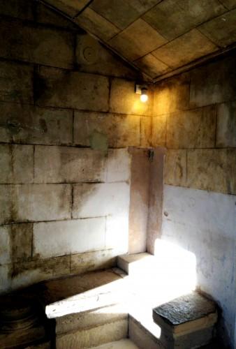 photos, art, château de Grignan, cachot, bassin, ombres, reflets, luminosité, lumière, Drôme