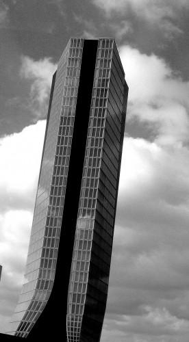 photo, marseille, tour, CMA, bureaux, 147 mètres, CGM, immeuble, gratte-ciel, hauteur, verres,