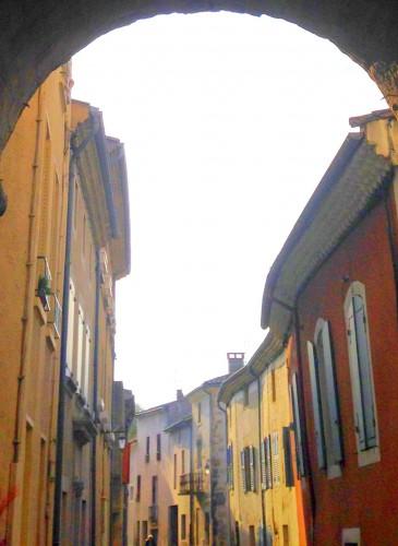 photo, art, rue, ruelle, traverse, couleurs,maison, fenêtres, volets, murs, Beaumont les Valence, Drôme