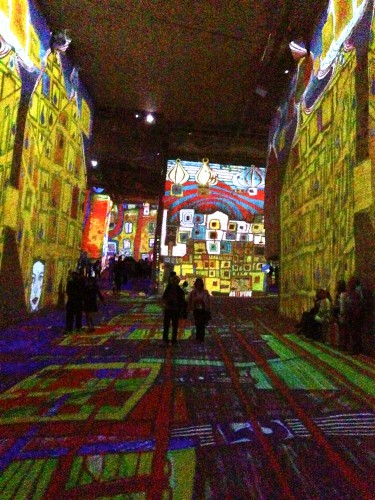 exposition,carrières de lumières,art,baux de provence,peinture,klimt,scheide,hundertwasser,son et lumières,tourisme,vienne